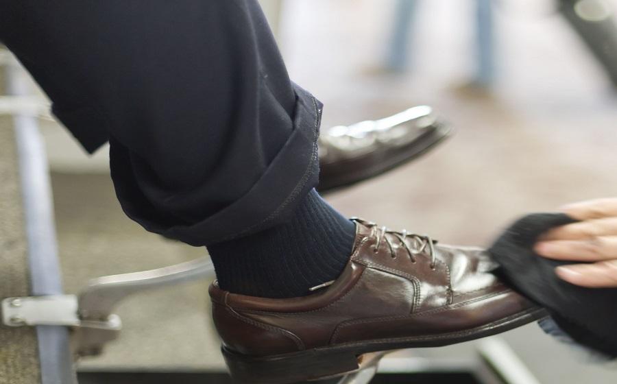Hướng dẫn cách đánh giày tại nhà nhanh mà đẹp