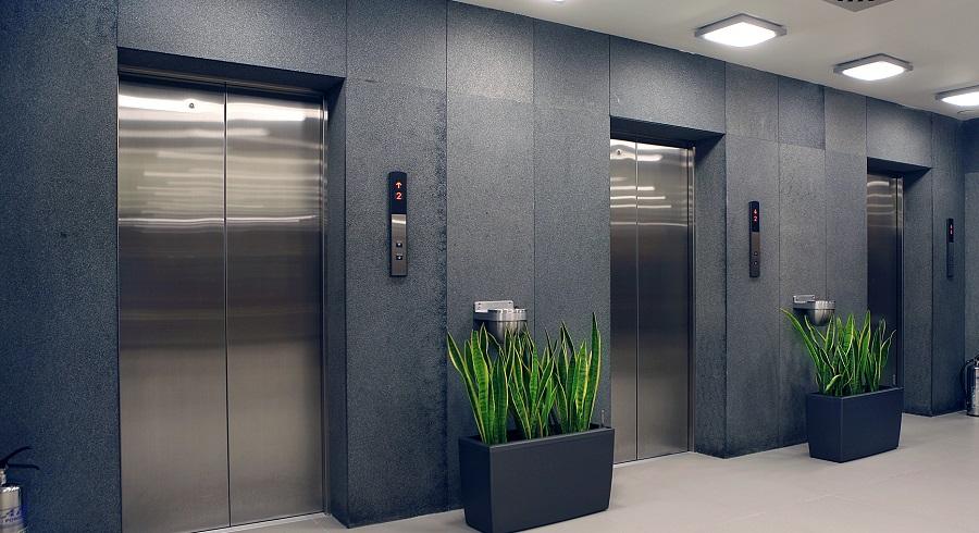 Hướng dẫn cách xử lý khi bị kẹt trong thang máy