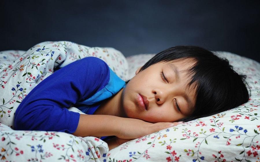 Nên cho trẻ nhỏ đi ngủ lúc mấy giờ là tốt