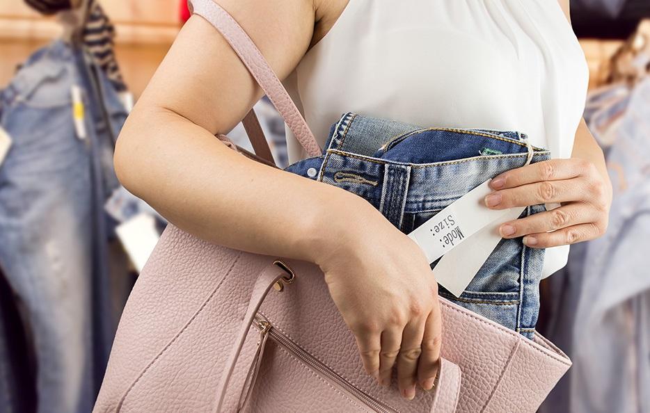 Bảo quản tài sản khi đi bộ để tránh cướp giật