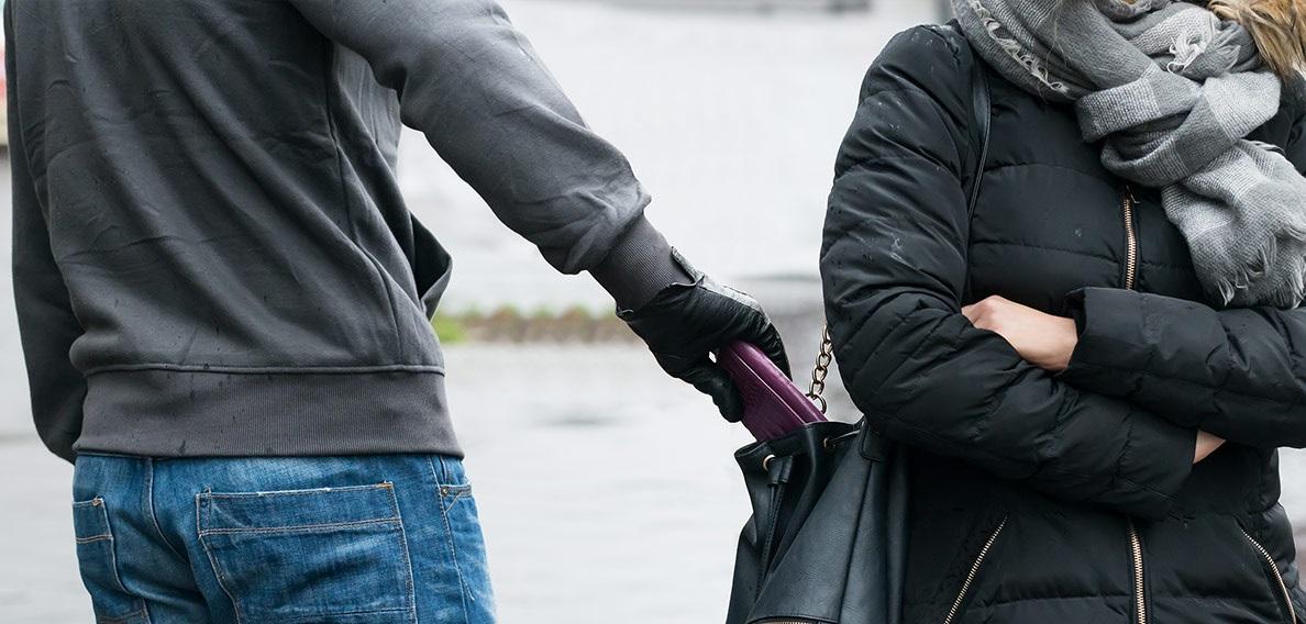 Tìm thông tin camera khi xảy ra vụ cướp giật trên đường