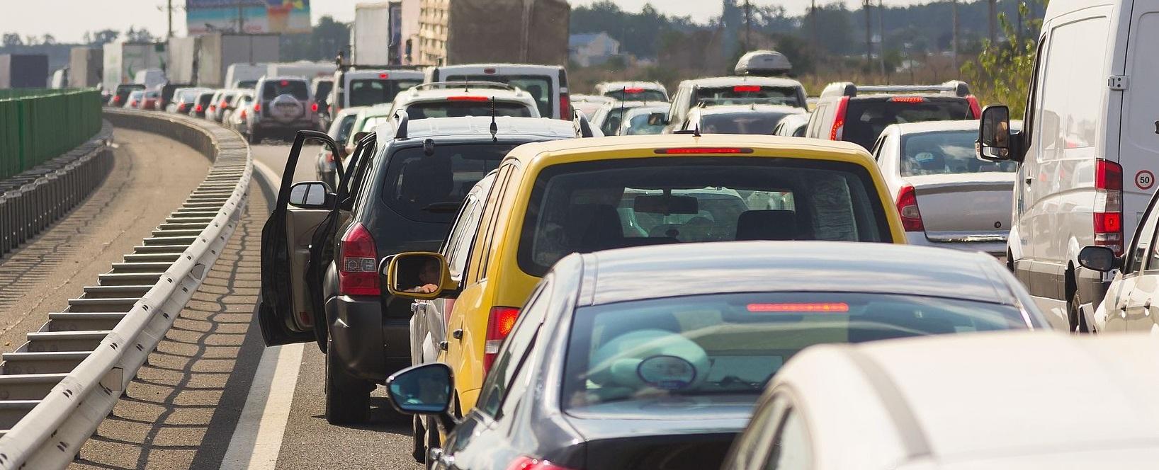 Tránh đi vào giờ cao điểm để giảm kẹt xe