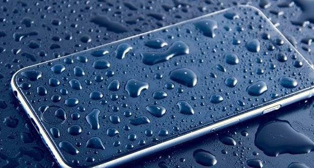Tắt nguồn điện thoại ngay khi bị vô nước