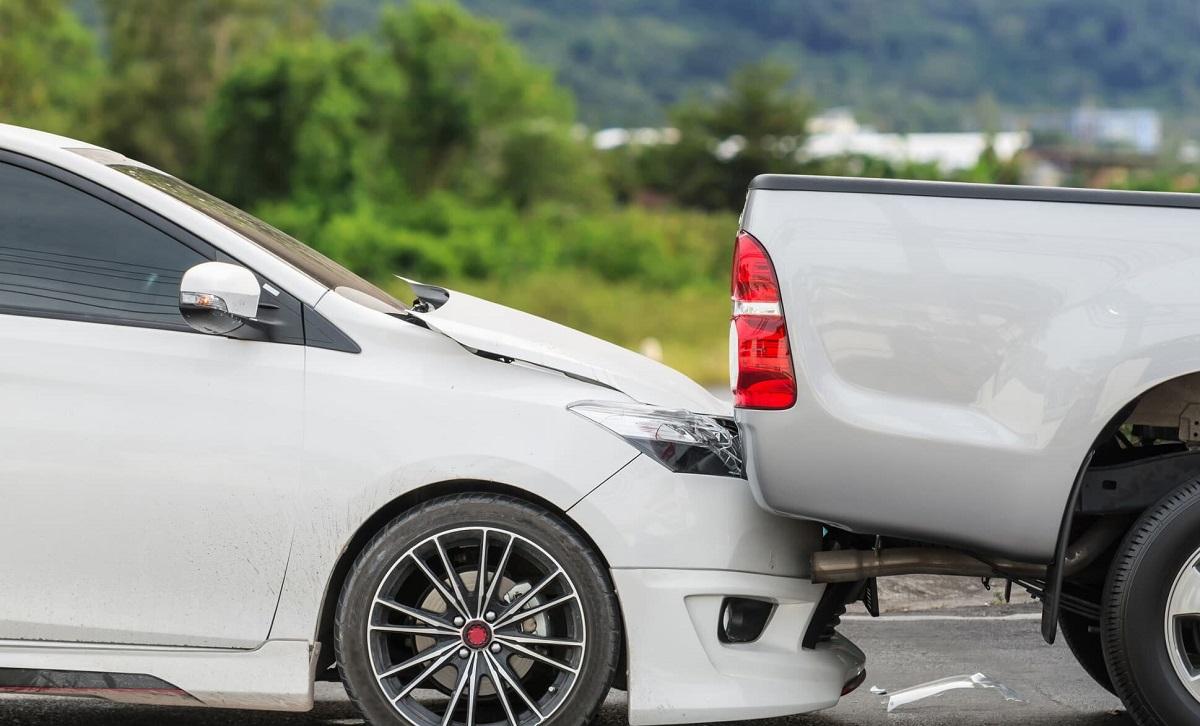Cùng dàn xếp hậu quá của vụ va chạm tai nạn giao thông ô tô xe máy
