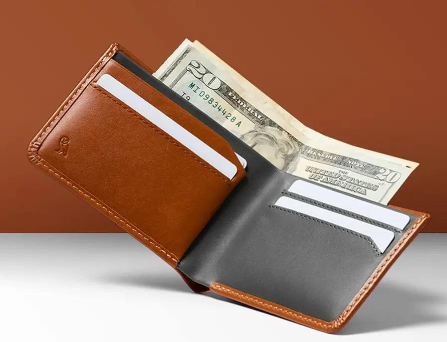 In tờ rơi dán gần những khu vực nghi là đánh rơi ví bóp tiền