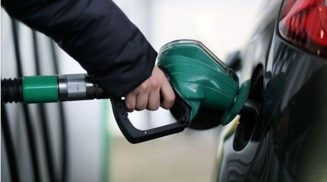 Kinh nghiệm khi đổ xăng dầu cho xe máy ô tô
