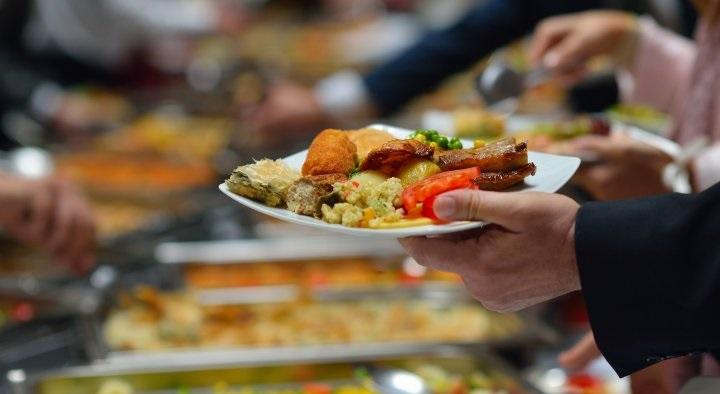 Trong khi ăn buffet cần chú ý điều gì