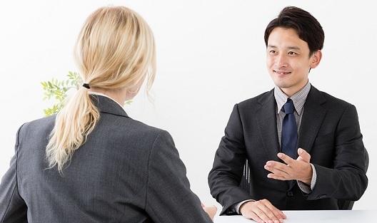 Đề nghị mức lương cao khi trả lời câu hỏi khi phỏng vấn có nên không