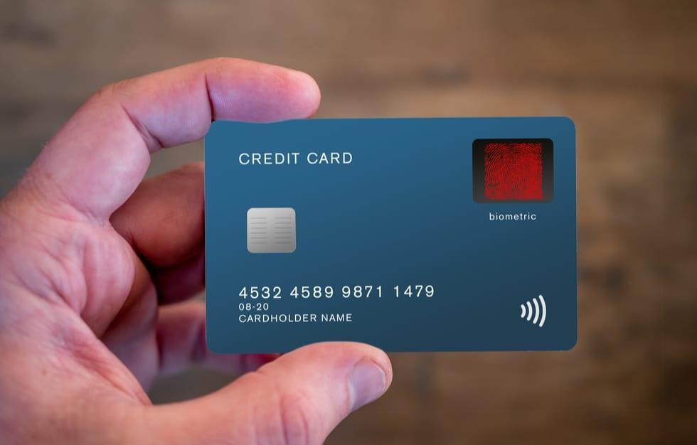 Rút tiền mặt từ thẻ tín dụng có được không